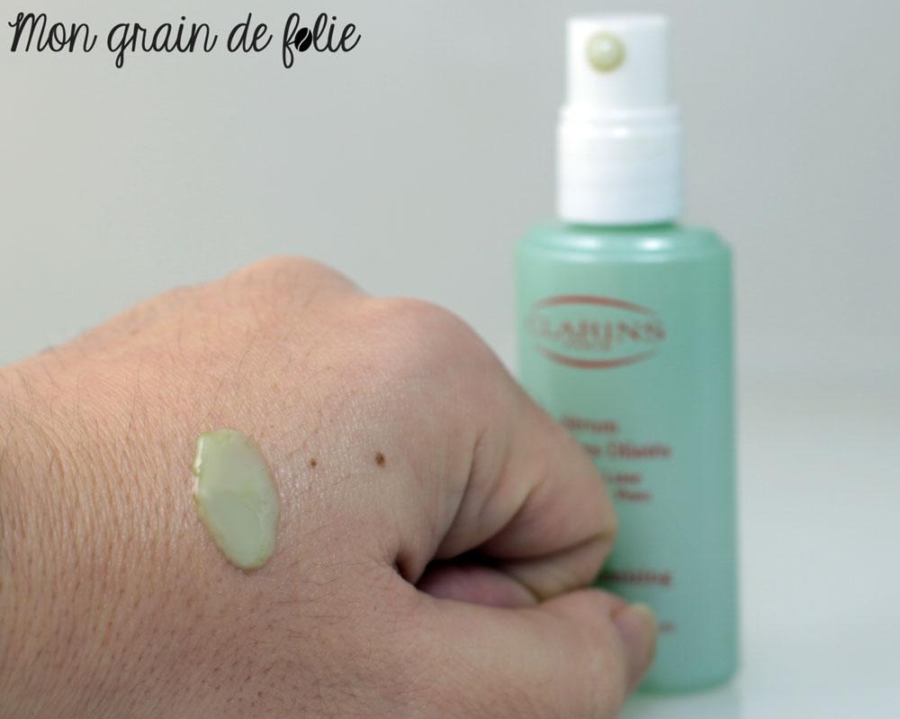 revue-serum-anti-pores-dilatés-clarins--texture-mongraindefolie